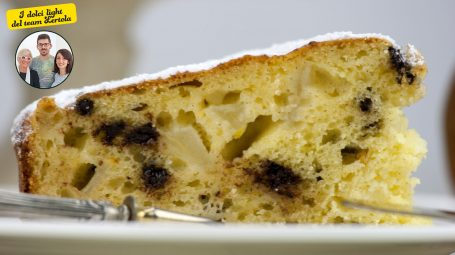 La ricetta di Carla Lertola: come si fa la torta di cioccolato e pere light