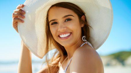 Abbronzatura perfetta: le mosse giuste per preparare la pelle al sole