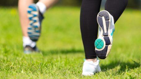 Dimagrire con il fitwalking: le 3 mosse per camminare in modo corretto