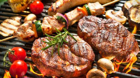 Come si fa il barbecue perfetto: le 5 regole d'oro