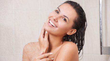 Bella sotto la doccia: 8 cose da fare in 10 minuti