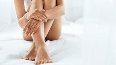 Gambe, come cancellare capillari e varici: le soluzioni più nuove