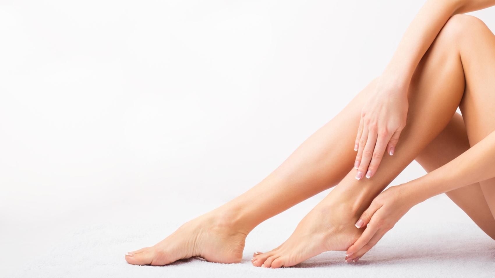 Sul punto dei piedi dopo lepilatore