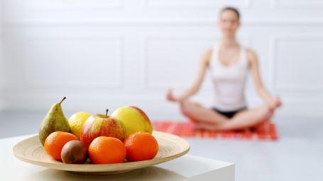 Come avere un rapporto sano e corretto con il cibo: che cos'è il metodo Mindfoodness
