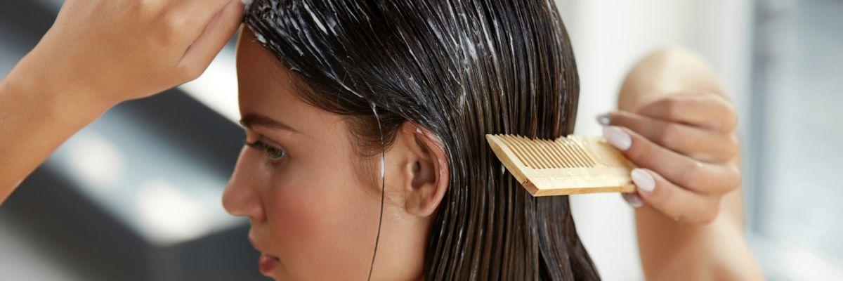 Come curare i capelli rovinati dal sole e dal mare - Starbene ddfcbc3ab5fe