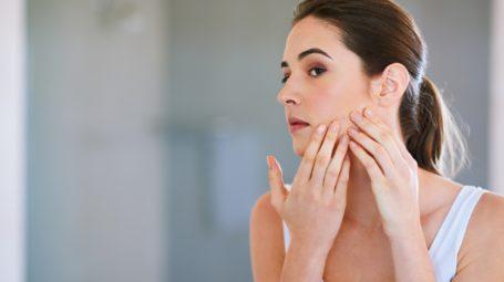 Acne: che cosa fare a seconda dell'età e della qualità della pelle