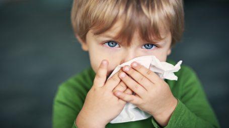 Raffreddore nei bambini: come curarlo?