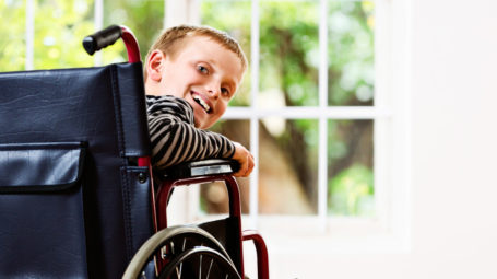 bambino, seggiola a rotelle