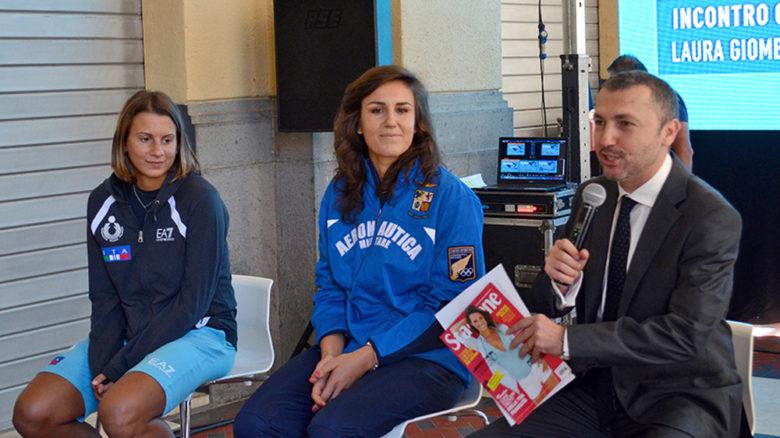 Da sinistra, le campionesse della nazionale italiana di beach volley, Agata Zuccarelli e Laura  Giombini, intervistate da Piero Giannico