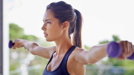 Allenarsi con i pesi: tutti i benefici