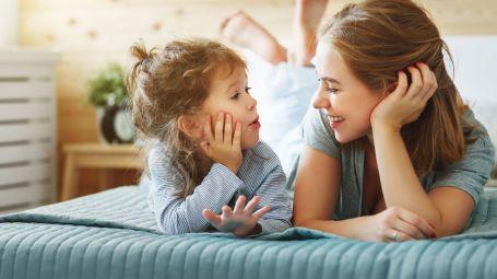 Conversare e ascoltare gli altri è uno scambio di benessere
