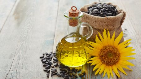 Olio di girasole altoleico: i benefici antietà