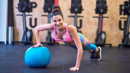 Antietà: effetto push up con la palla medica