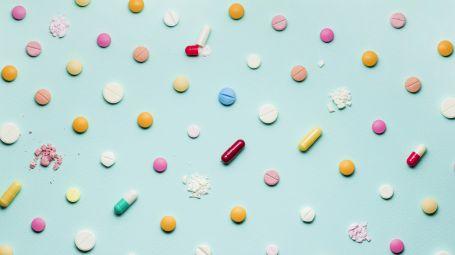 Farmaci: perché ne prendiamo troppi