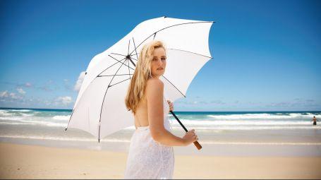 Filler, laser, ultrasuoni: quali trattamenti si possono fare in estate e quali no