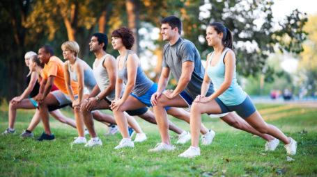 È il momento del fitness open air, al parco o nelle piazze
