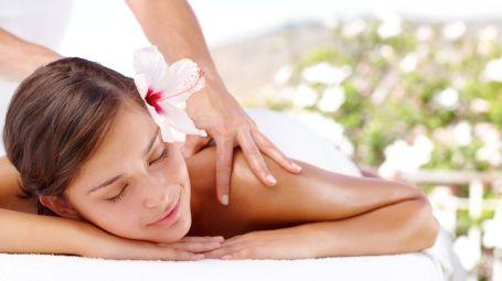 Trattamenti benessere: il massaggio all'aperto. Ecco i migliori