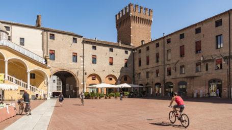 Da Ferrara a Pesaro: il cicloturismo si fa in città
