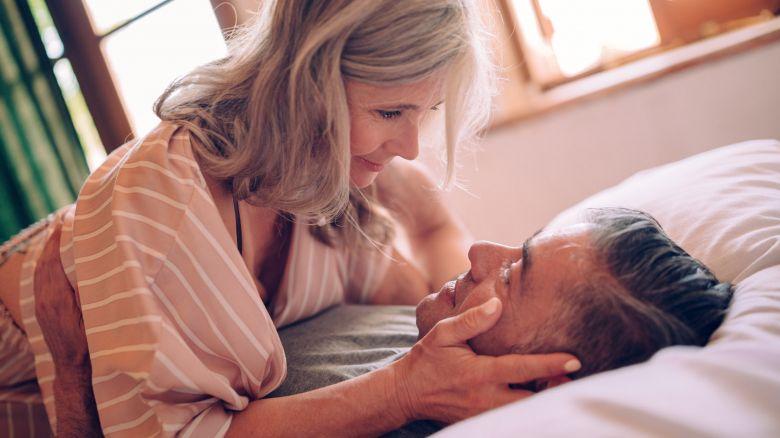 Sesso e menopausa: con il Dhea ritrovi il piacere