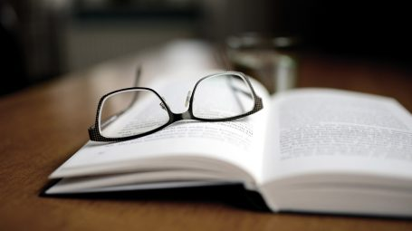 libro, occhiali, leggere