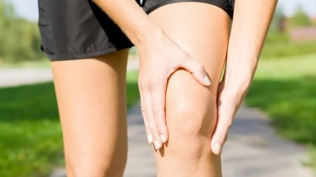 Dolori al ginocchio: cause, sintomi, cure